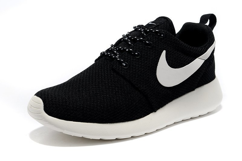 nike rosh noir et blacnhe baskets
